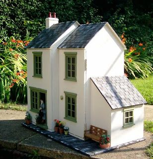 Julie's dolls house blog. Featured by Special Learning House. www.speciallearninghouse.com.