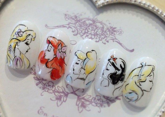 プリンセス別*ディズニーのお姫様ネイルで指先きらり♡のトップ画像