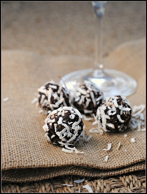 Cocoa-Date Truffles | Recipes I want to try | Pinterest