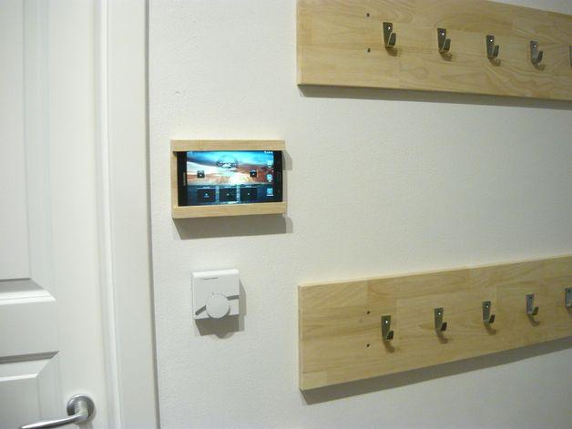 Tablet-Zubehör - iPad/Tablet Wandhalterung aus Massivholz - ein Designerstück von PapasWerkstatt bei DaWanda