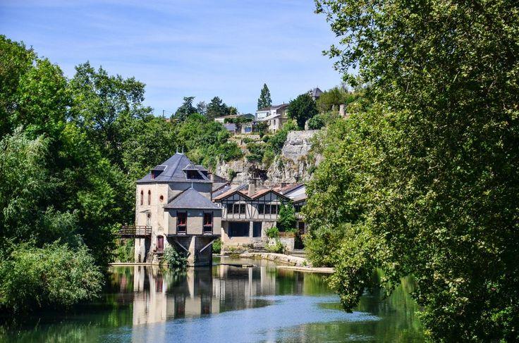 Que faire à Poitiers le temps d'un week-end ? • On my tree  Poitiers regorge d'atouts touristiques qui n'attendent que vous pour les découvrir. Elle ravira les passionnés d'histoire, de nature et de culture.