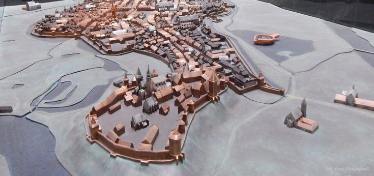 Krakow Market Square Underground Museum is one of the greates attractions of the city. Why is it worth seeing? Read the text written by our guide and see!