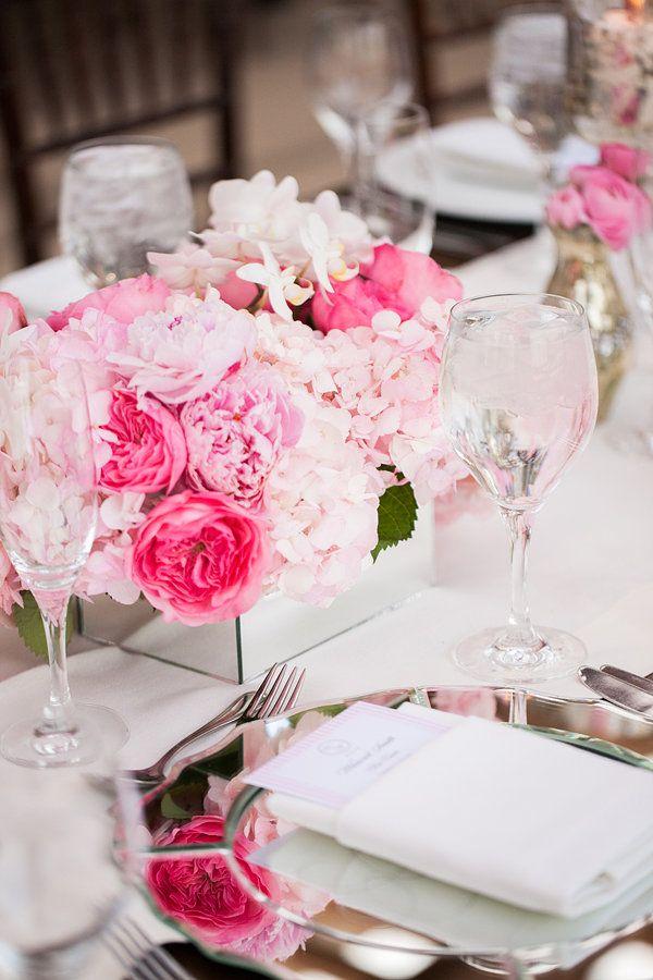 Pinkes Blumengesteck für die Hochzeit