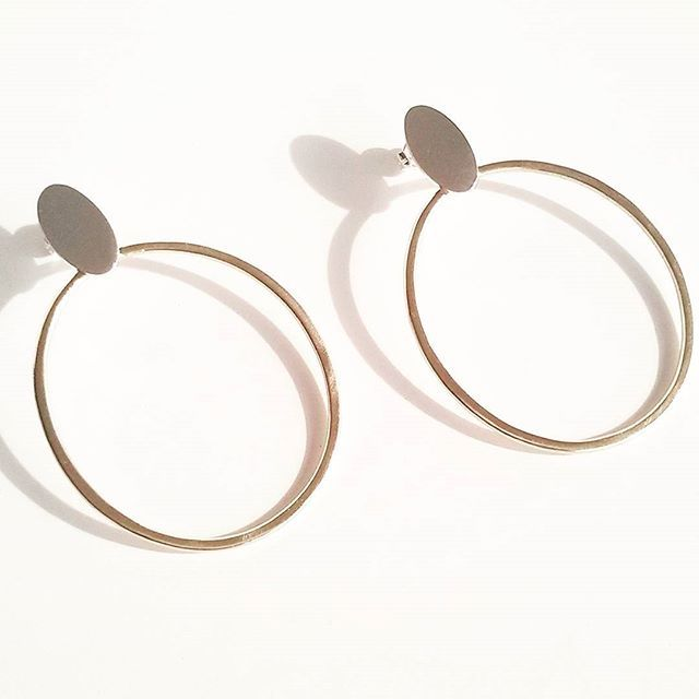 Two toned hoops in #silver and brass for your #spring outfits. #jewelry #jewelrygram #etsy #etsyshop #handmadejewelry #earrings #jewelrydesign #hoopearrings #instajewelry #fashion #fashionjewelry #tothemetal