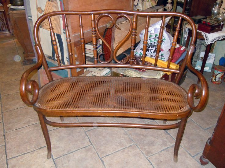 WOODEN WICKERWORK SOFA in Thonet style, from the early 20th century. Measurements 113 cm long, 100 cm height, 47 cm. width. It was restored in the past. Presently it is in good conditions.