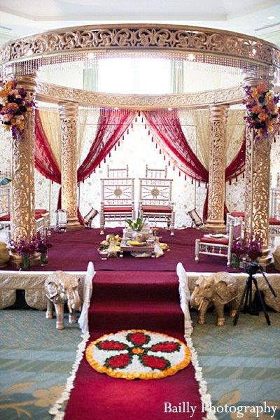Mandap http://maharaniweddings.com/gallery/photo/14337