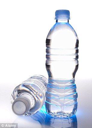 Une femme boit 3 litres d'eau chaque jour pendant quatre semaines et les résultats de la photo finale sont choquants! - Santé Nutrition
