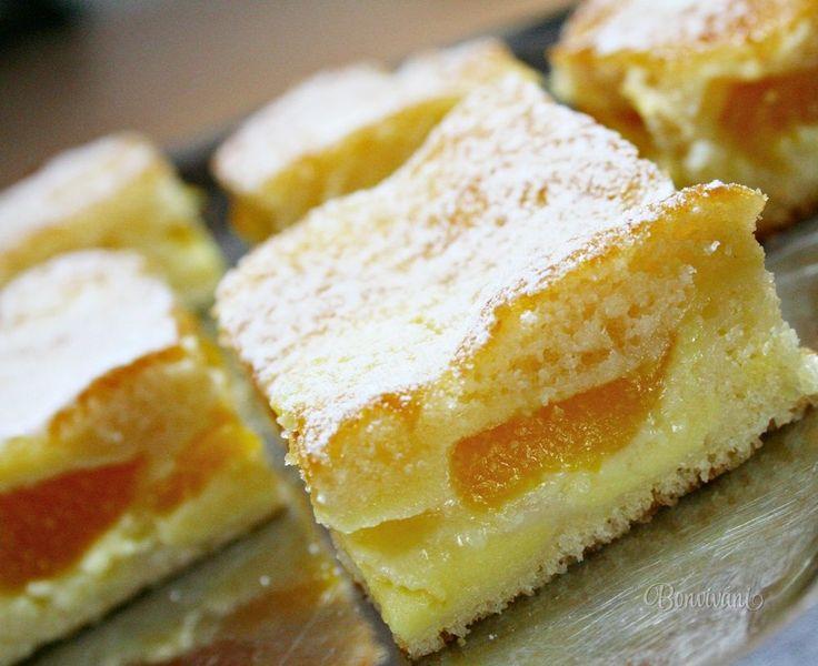 Hrnčekový koláč s jogurtom a broskyňami • recept • bonvivani.sk