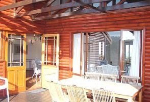 The chalets have stunning views of the bay, with the sounds and scent of the ocean as continuous company. Home to numerous marine creatures, Keurbooms Beach is a haven for marine life including Humpback whales,