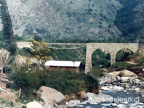 FC Puente Alto a El Volcán. Puente sobre el estero El Manzano, afluente del río Maipo