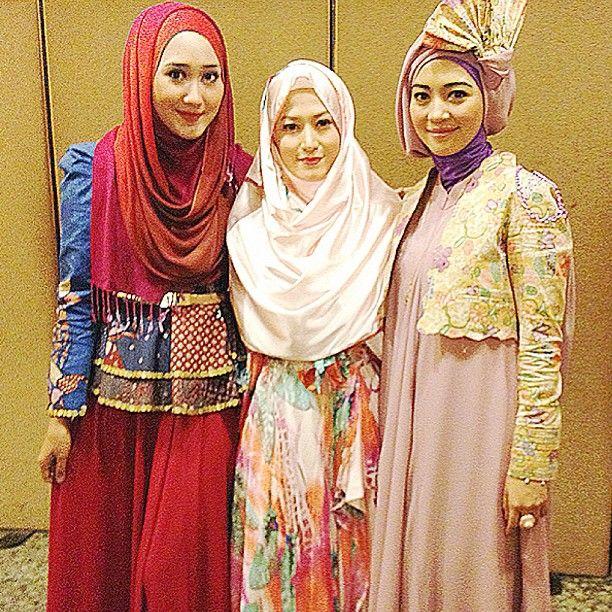 http://hijabers-di-dunia.blogspot.com/2013/12/hijab-fashion-dian-pelangi-lyra-virna.html
