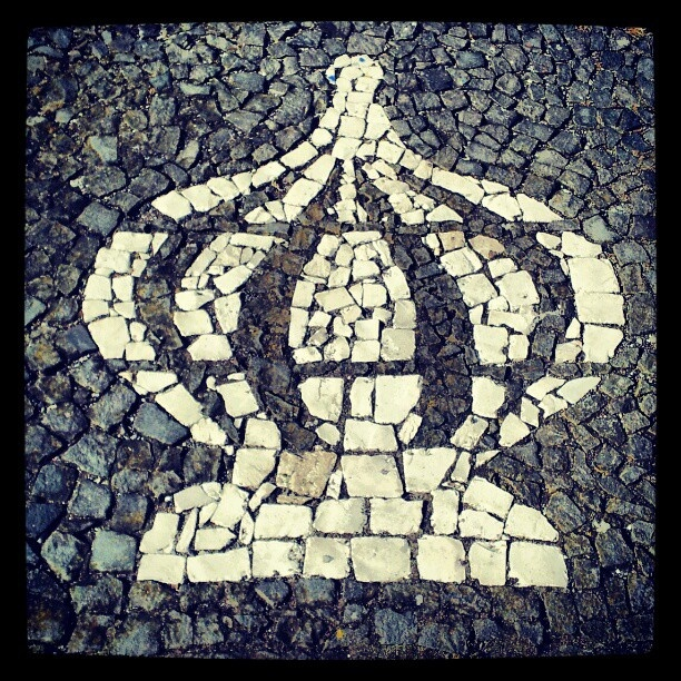 Sidewalk, Pavement Portuguese. Crown - symbol of worship - Holy Spirit (Calçada Portuguesa, Coroa do Espirito Santo) Fenais da Luz, São Miguel Island. Photo by José Alberto Lima - @jallima- #webstagram #Portugal