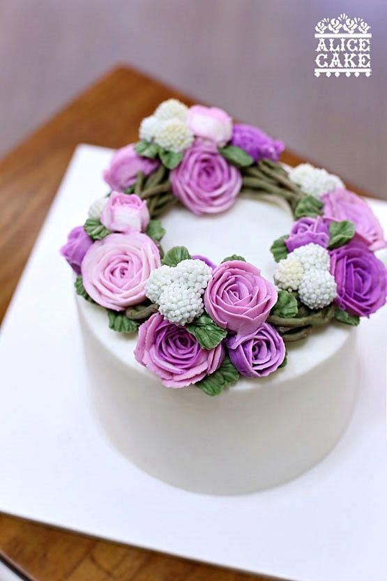 roses coronet style cake. made by Alice