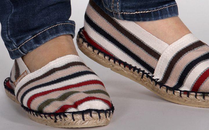 Slippers classiques et végétaliennes pour l'été - aucun problème avec Espadrij l'originale ! Nous vous présentons la marque et ses chaussures végétaliennes.