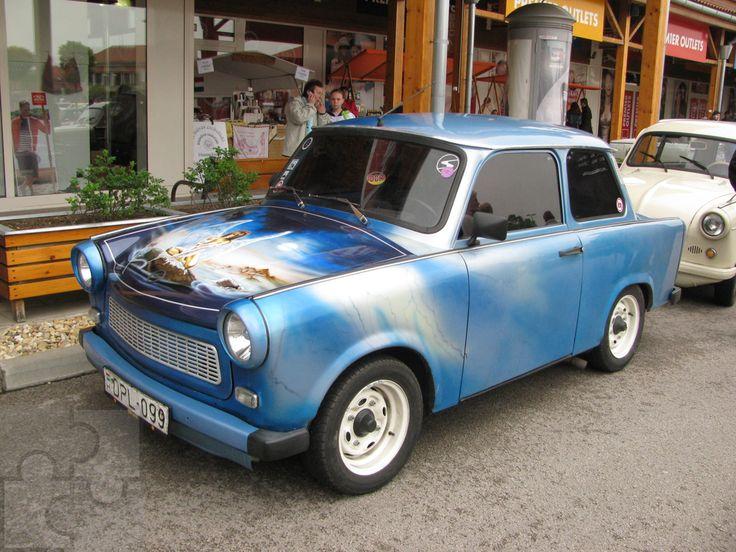 Trabant 601 és egy airbrush festéssel ellátott különleges motorháztető.