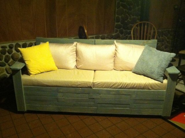 1000 images about build your own couch on pinterest for Make a pallet sofa