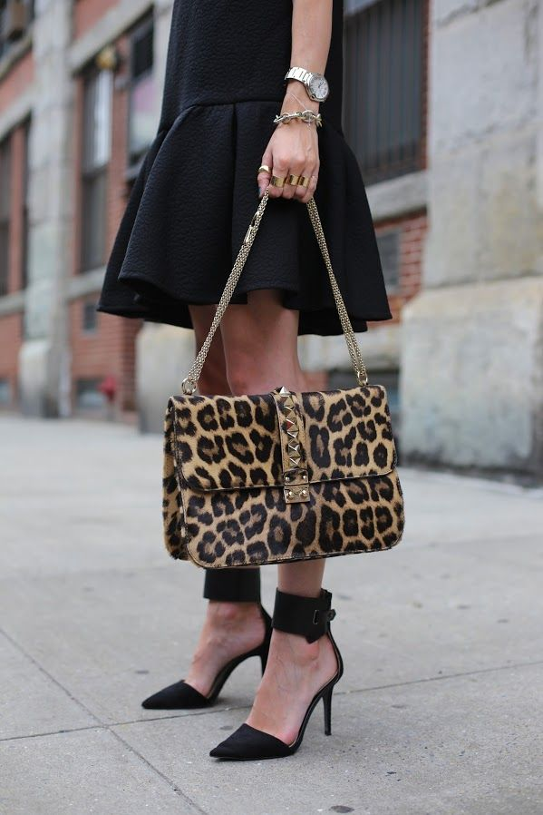 Because every black outfit needs an added pop of print! #animal_print
