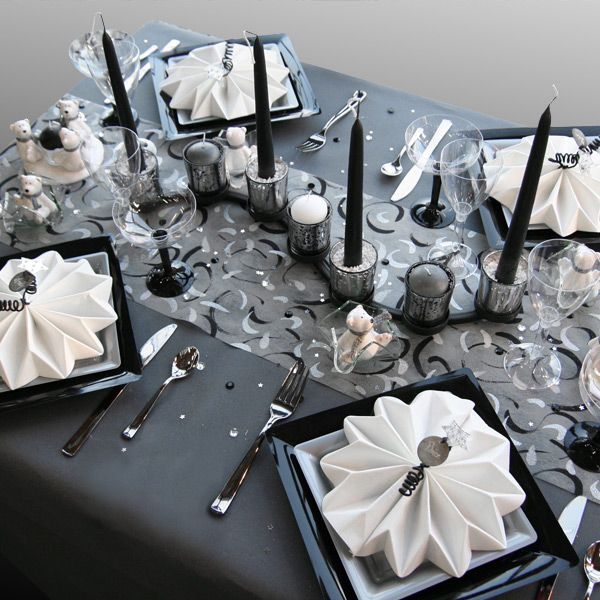 Photo Table Decoration De Table De Noel Blanc Et Gris 3 Jpg 600 600 Table De Noel Blanche Decoration Table De Noel Decoration De Table Noir Et Blanc