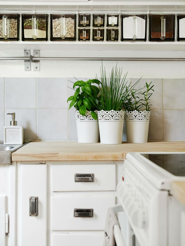 kitchen. White+natural wood