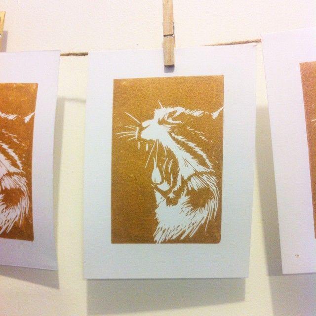 cat lino cut print golden ink www.lustre.cl