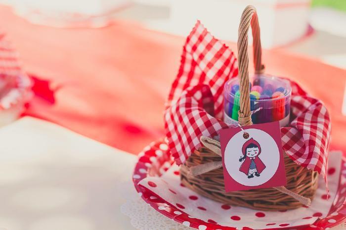 fiesta infantil de caperucita roja.  little red riding hood basket