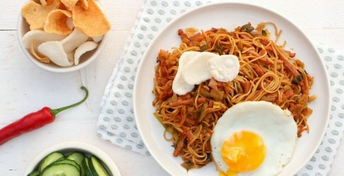 Indonesische bami goreng - Mind Your Feed