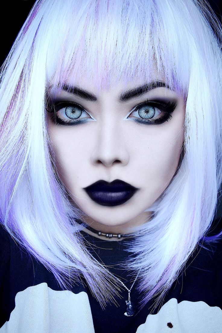 Nu goth pastel goth makeup looks so nice suits me and love the black lips wish i could do makeup like that