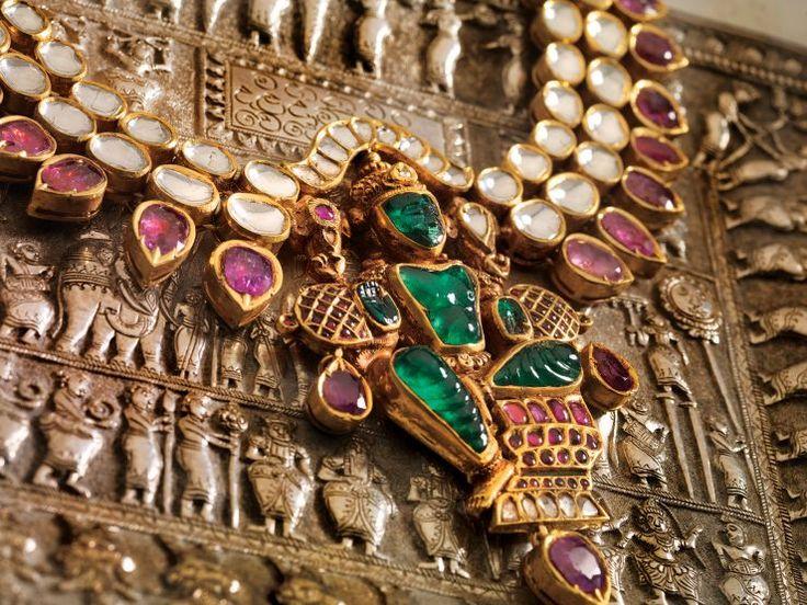 emerald_vishnu_idol_pendant_from_navrathan_jewellers-www.minmit.com