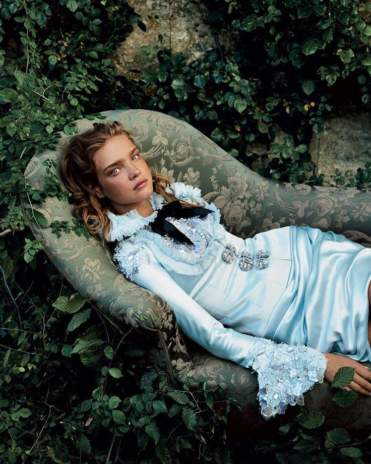 "55.1 mil Me gusta, 270 comentarios - Vogue (@voguemagazine) en Instagram: ""Happy birthday, @natasupernova! Tap the link in our bio for more of her best moments in Vogue.…"""