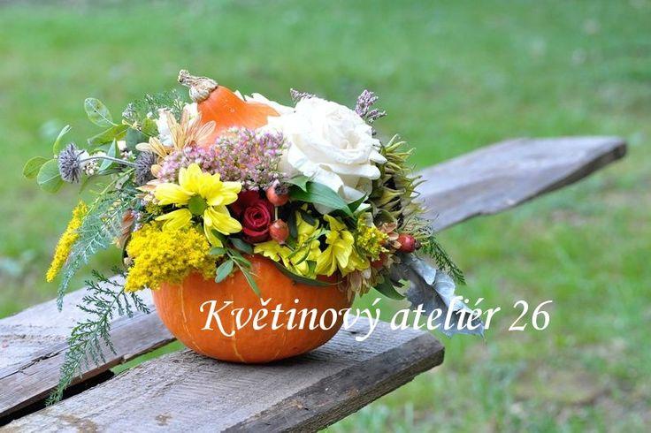 Květinový Ateliér 26 - podzimní aranžmá v dýni ... https://www.facebook.com/kvetinovyatelier26/