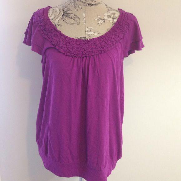 Elle Purple Short Sleeve Top L Design around neck. Band at bottom. Elle Tops