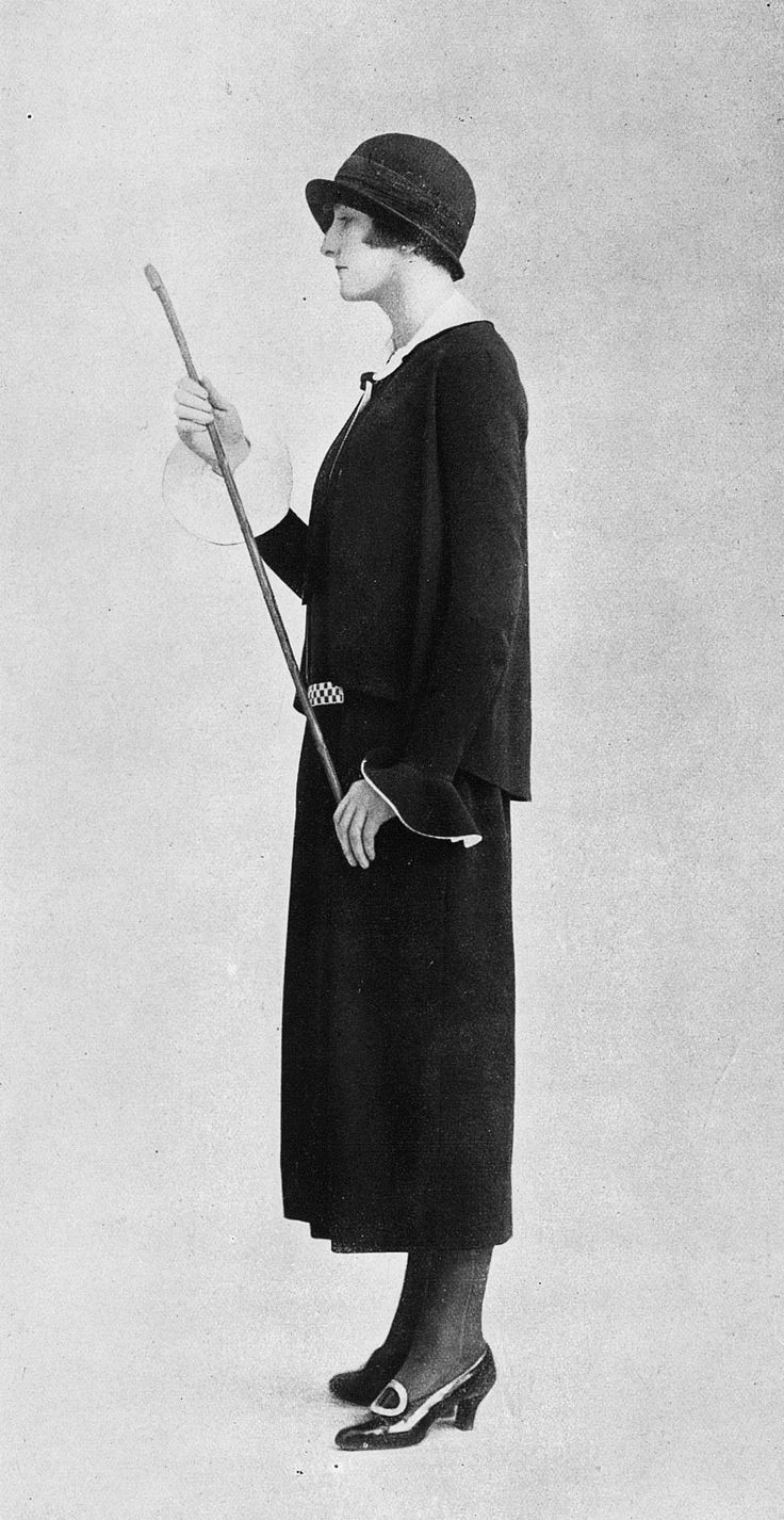 Afternoon dress by Amy Linker, Les Modes April 1924. Photo by Eméra.