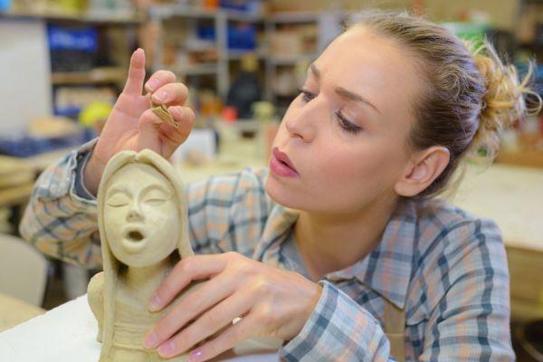 ***Figuras con Espuma de Poliuretano*** Aprende a crear elementos decorativos originales con este material, usando una técnica fácil con la que te encantará experimentar....SIGUE LEYENDO EN.... http://comohacerpara.com/figuras-con-espuma-de-poliuretano_18396h.html