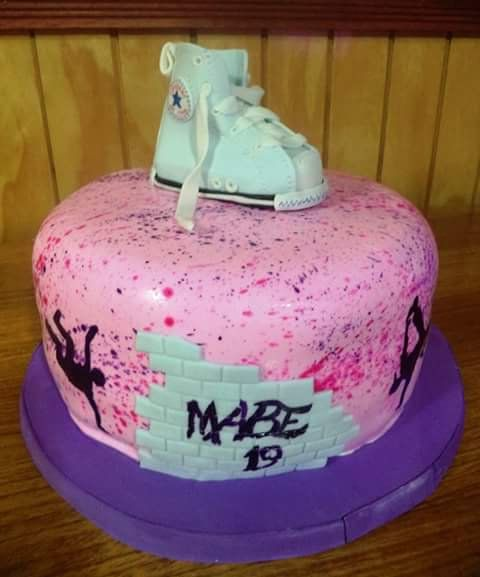 #Converse #fondant #cake by Volován Productos #instacake #puq #Chile #VolovanProductos #Cakes #Cakestagram #SweetCake