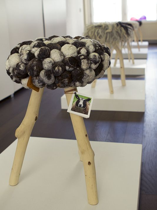 0304 EXPOSITION – STOOLS
