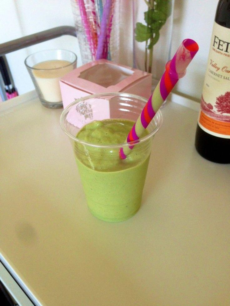 Macha and Mango Smoothie Recipe! Macha is high in antioxidants, a natural weight…