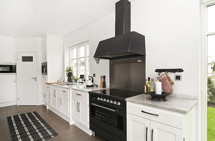 Black ILVE Oven and Rangehood