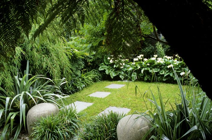 A place of calm in the busy city. This garden is divided into three clearly defined areas, a sandstone terrace, central lawn and a pool area. The ground plan of crisp straight lines is softened with luxuriant shade tolerant planting. buckleydesignassociates.com
