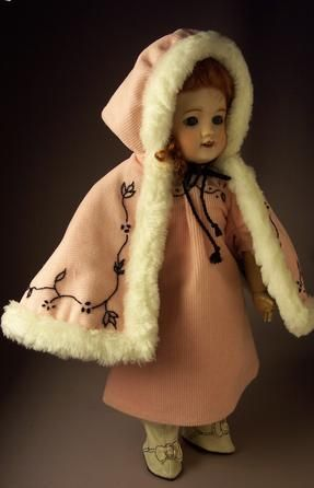 1907 Mante Bonne-Femme (Hooded Cape) by Bluebird Textiles