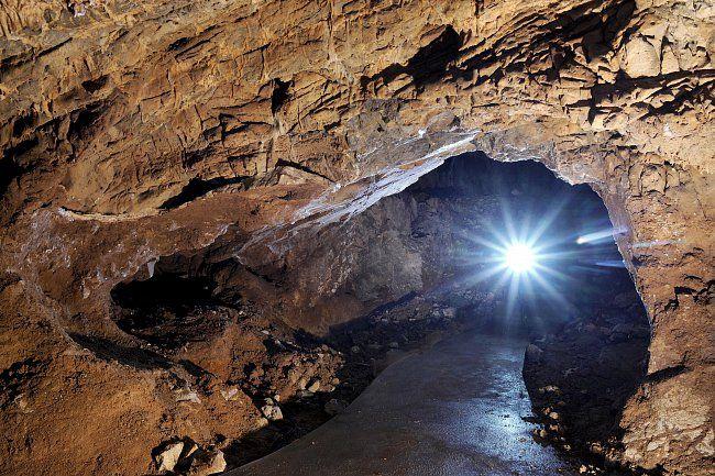 Poprvé je jeskyně Výpustek písemně zmiňována mastičkáři na počátku 17. století.
