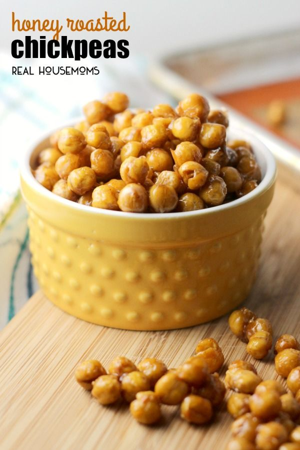HONEY ROASTED CHICKPEAS are a quick and easy snack choice for kids and adults alike! Salty, sweet, crunchy, and totally addictive!