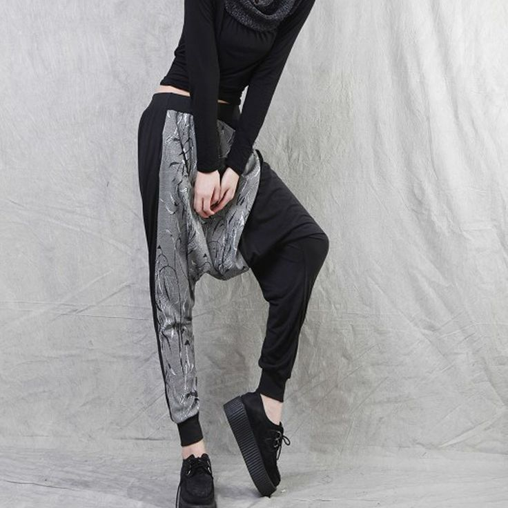 los pantalones holgados http://elcorset.com/los-pantalones-holgados/