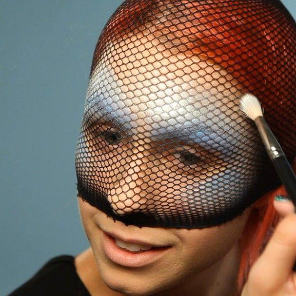 Maquiagem de sereia: você vai precisar de uma meia arrastão (Foto: Divulgação)