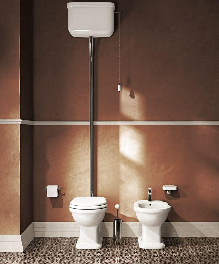 Takasäiliöllinen tai yläsäiliöllinen wc-istuin, perinteinen, klassinen, vanhaan taloon, vanhanajan kylpyhuoneeseen Domus Classicalta / old style classical toilet seat with an elevated cistern from Domus Classica