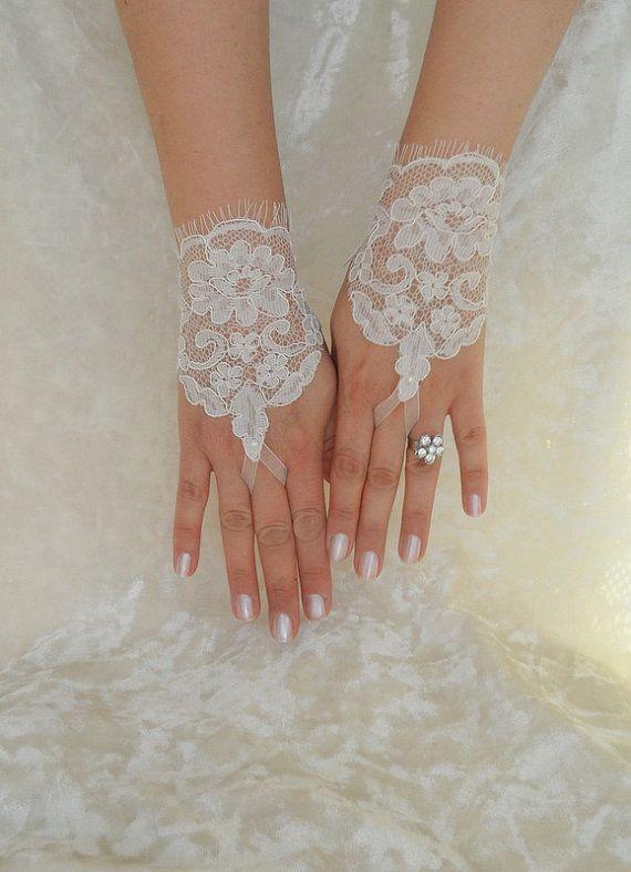 ivory glove, lace glove wedding glove, bridal lace glove, Free Ship