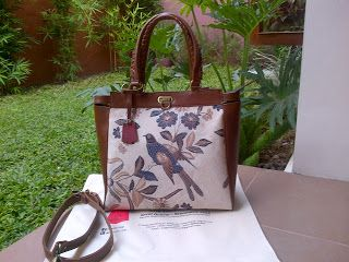 Motif Bird Batik With Original Leather... #fashion #etnik #original #art #bag #women #limitedProduct  Contact: karwoto.hartanto@gmail.com