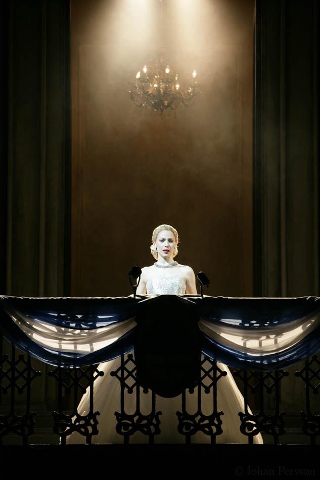 Evita at the Adelphi Theatre 2006 -Elena Roger as Eva!  coming to Cincinnati this season....