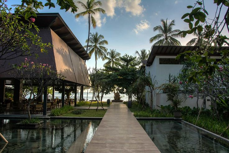 Lombok Hotel Photography - Katamaran Resort - lobby views of the walkway to the restaurant and beach area late afternoon