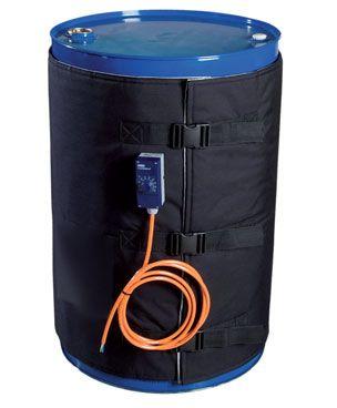 Płaszcz grzewczy jest ekonomiczną alternatywą dla drogich urządzeń, łaźni lub linii technologicznych służących do ogrzewania substancji chemicznych. Warstwa zewnętrzna wykonana z wysokiej jakości tkaniny teflonowo-poliestrowej. Izolacja z włókniny poliestrowej. System grzewczy wykonany z drutów oporowych izolowanych silikonową otuliną spiralną. Wyposażony w termostat o zakresie temperatur 0-40º C lub 0-90º C.