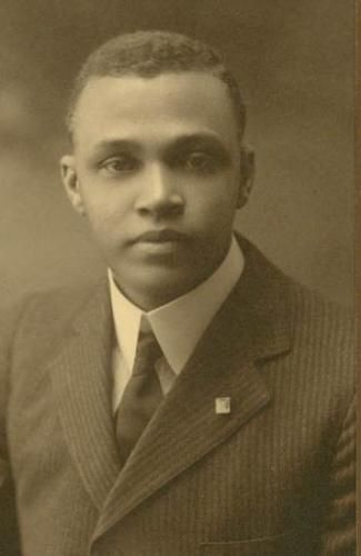 Saint Elmo Brady (December 22, 1884 - December 25, 1966) was the first African American to obtain a Ph.D. degree in chemistry in the United States, which he earned in 1916 from the University of Illinois. He taught at Tuskegee, Fisk, Howard and Tougaloo, and was the first African American admitted to Phi Lambda Upsilon, the chemistry honor society. #TodayInBlackHistory